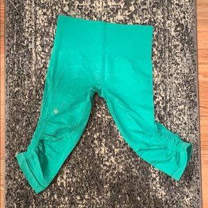 Woman's Lululemon crop leggings